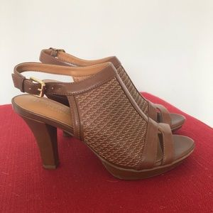 Naturalizer brown heeled sandal
